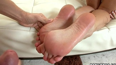 Babe in arms Gives Hawt Oily Footjob