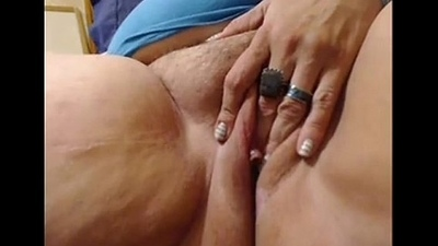 Hot Old Milf fucking himself for webcam